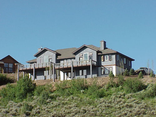 These homes primarily face north to Red and White Mountain and its assosiated mesas.