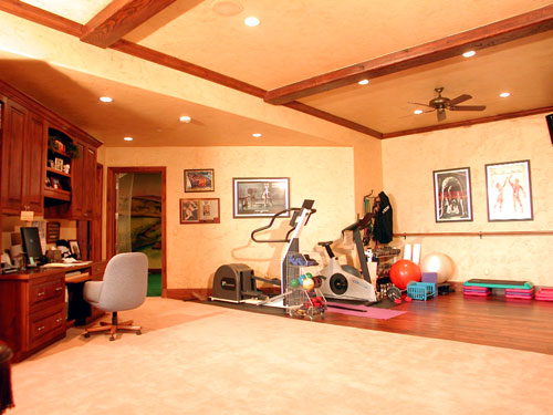 built-in-office-and-work-out-area-lower